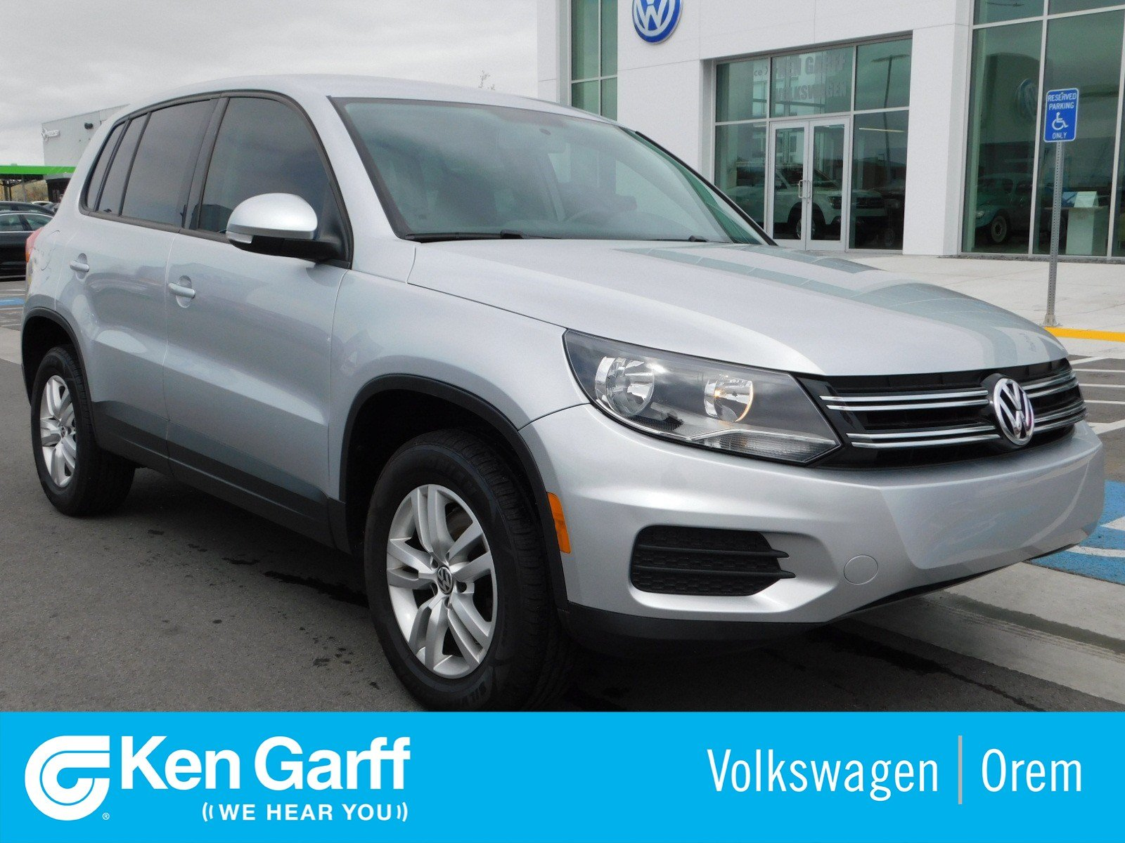 Pre-Owned 2014 Volkswagen Tiguan 4MOTION 4DR AUTO S